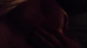 Videos de la sextape de Milyne, Je le branle sur mon sein