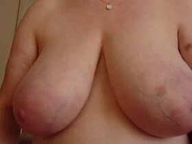 Videos de la sextape de Maitresse, ses grosses mamelles